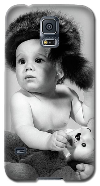 1960s Baby Wearing Coonskin Hat Galaxy S5 Case