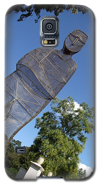 Galaxy S5 Case featuring the photograph Minujin's A Man Of Mesh by Cora Wandel