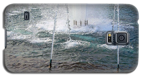 Galaxy S5 Case featuring the photograph A World War Fountain by Cora Wandel