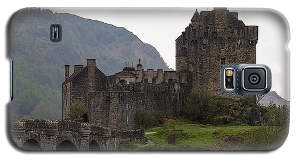 Cartoon - Structure Of The Eilean Donan Castle With A Stone Bridge Galaxy S5 Case by Ashish Agarwal
