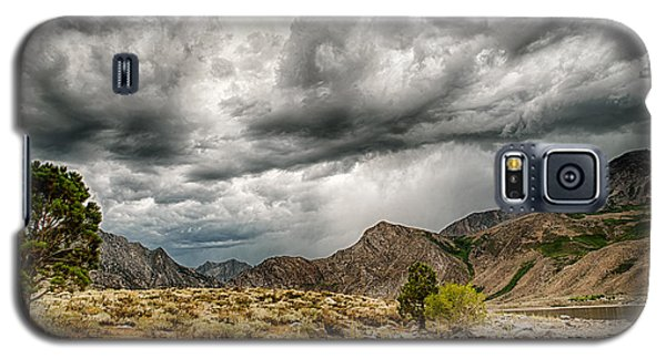 Dark Skies At Grant Lake Galaxy S5 Case