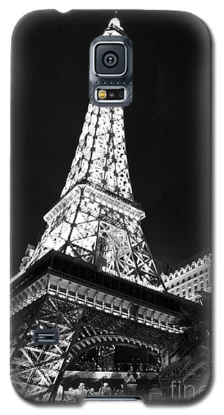 Galaxy S5 Case featuring the photograph Eiffel Tower by Kevin Ashley