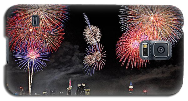 Galaxy S5 Case featuring the photograph Fireworks Over New York City by Roman Kurywczak