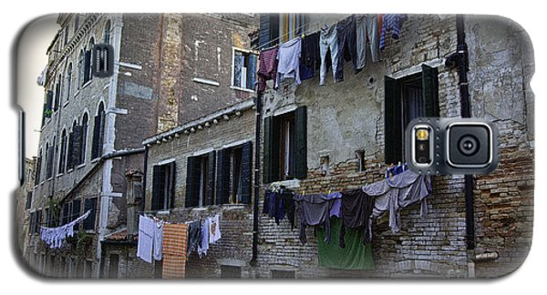 Hanging Out To Dry In Venice Galaxy S5 Case by Madeline Ellis