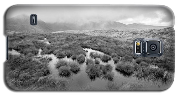 Galaxy S5 Case featuring the digital art Helvellyn by Mike Taylor