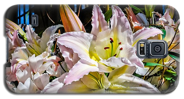 Lilies Out Of The Shadows Galaxy S5 Case