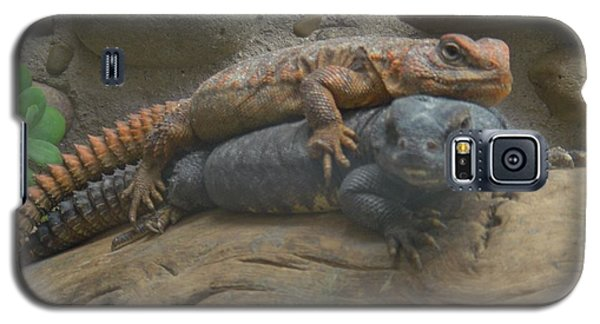 Galaxy S5 Case featuring the photograph Lizard Love by Carla Carson
