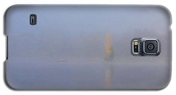 Misty Morning On A Lake Galaxy S5 Case