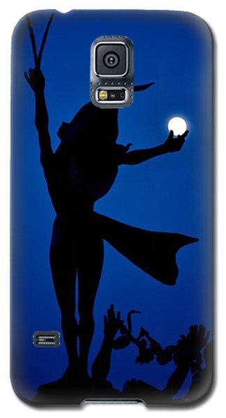 Galaxy S5 Case featuring the photograph Mooncatcher by Ricardo J Ruiz de Porras