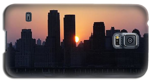 Galaxy S5 Case featuring the photograph Morning On The Hudson by Lilliana Mendez
