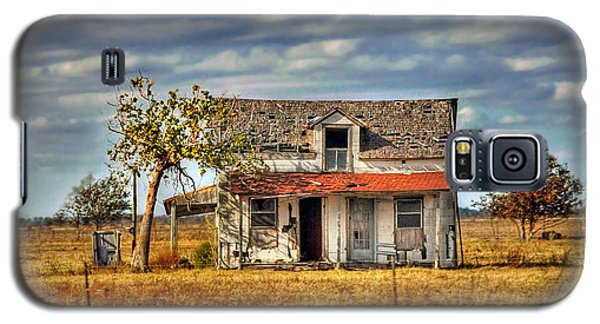 Galaxy S5 Case featuring the photograph Old Home by Savannah Gibbs