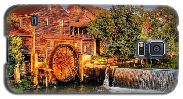 Old Water Mill Galaxy S5 Case by Ed Roberts