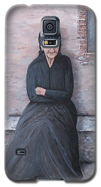 Galaxy S5 Case featuring the painting Old Woman Waiting by Judy Kirouac
