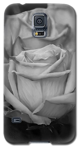 Tea Roses In Black And White Galaxy S5 Case