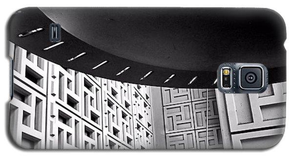 Ufos In A Maze Galaxy S5 Case by Bob Wall