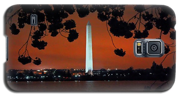 Galaxy S5 Case featuring the photograph Washington Monument by Suzanne Stout