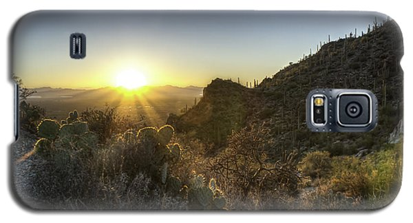 Galaxy S5 Case featuring the photograph Winter Sunset by Lynn Geoffroy