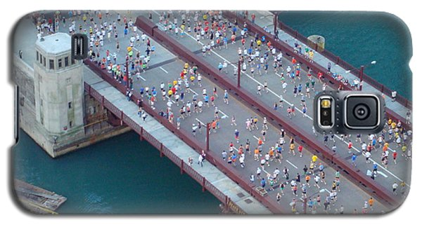Galaxy S5 Case featuring the photograph 2008 Chicago Marathon by Kay Gilley