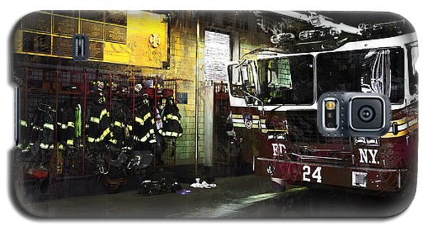 24 Hook And Ladder Fdny Galaxy S5 Case by John Rivera