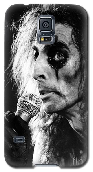 Galaxy S5 Case featuring the photograph Alice Cooper 1979 by Chris Walter