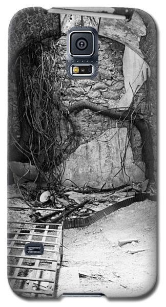 Galaxy S5 Case featuring the photograph Cell Eastern State Penitentiary by Hugh Smith