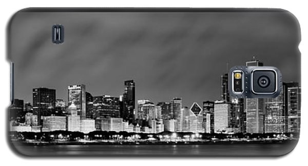 Chicago Skyline At Night In Black And White Galaxy S5 Case by Sebastian Musial