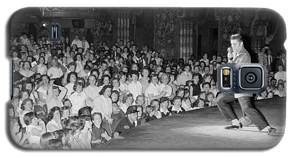 Elvis Presley In Concert At The Fox Theater Detroit 1956 Galaxy S5 Case by The Harrington Collection