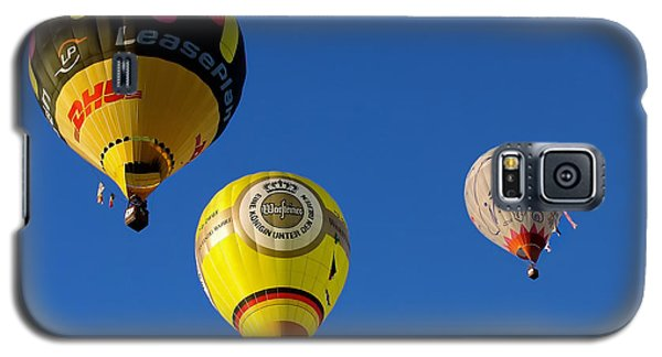 Galaxy S5 Case featuring the photograph 3 Hot Air Balloon by John Swartz