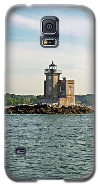 Galaxy S5 Case featuring the photograph Huntington Lighthouse by Karen Silvestri