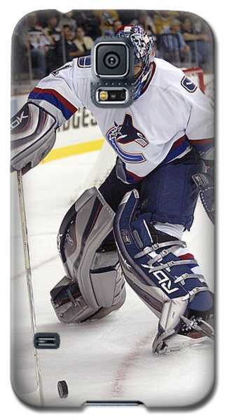 Galaxy S5 Case featuring the photograph Roberto Luongo by Don Olea
