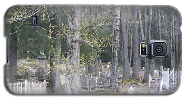 Galaxy S5 Case featuring the photograph 300yr Cemetery by Brian Williamson