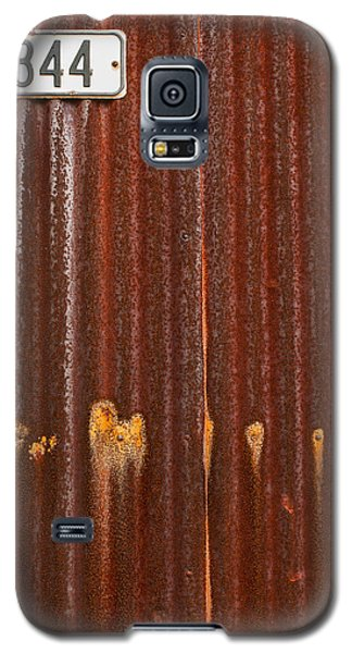 Galaxy S5 Case featuring the photograph 344 And Rust by Gary Slawsky