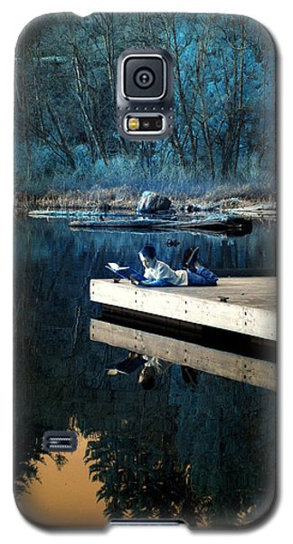 Galaxy S5 Case featuring the photograph Quiet Moments Reading by Rebecca Parker