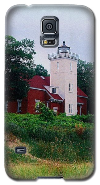 Galaxy S5 Case featuring the photograph 40 Mile Light by Daniel Thompson