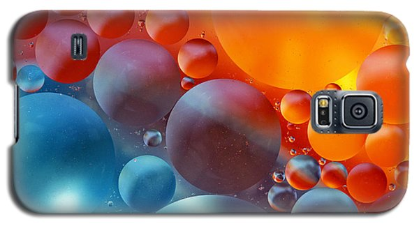 Colorful Oil Drops On A Water Surface Galaxy S5 Case by Odon Czintos