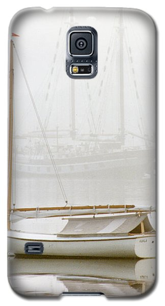Galaxy S5 Case featuring the photograph 7060 Gaff Rigged Beetle Cat In Fog by Chris Maher