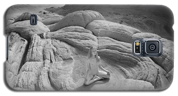 7817 High Desert Nude Meditation  Galaxy S5 Case by Chris Maher
