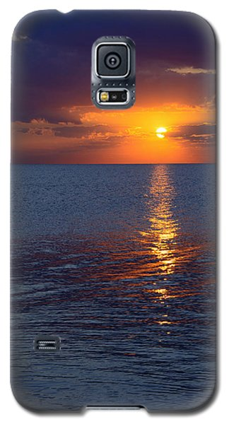 Galaxy S5 Case featuring the photograph 8.16.13 Sunrise Over Lake Michigan North Of Chicago 002 by Michael  Bennett