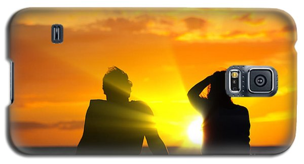 Couple Watching The Sunset On A Beach In Maui Hawaii Usa Galaxy S5 Case