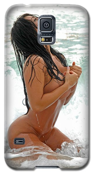 9425 Beautiful Woman Nude In Surf Galaxy S5 Case