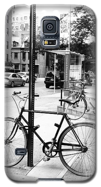 Galaxy S5 Case featuring the photograph A Bike In Nyc by Robin Coaker