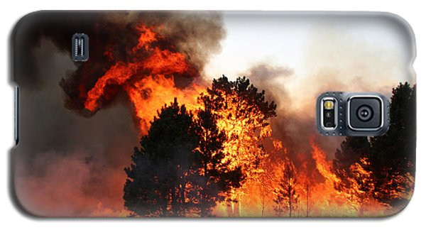A Burst Of Flames From The White Draw Fire Galaxy S5 Case