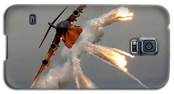 A C-17 Globemaster IIi Releases Flares Galaxy S5 Case