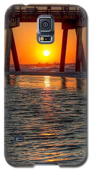 Galaxy S5 Case featuring the photograph A Captive Sunrise by Tim Stanley