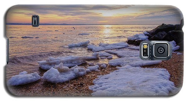 Galaxy S5 Case featuring the photograph A Cold Sandy Hook Winter by Debra Fedchin
