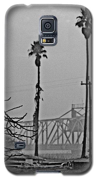a Delta drawbridge in the morning mist Galaxy S5 Case