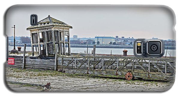 A Derelict Kiosk On A Disused Quay In Liverpool Galaxy S5 Case