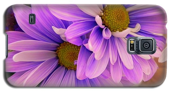 Galaxy S5 Case featuring the photograph A Gift by Peggy Stokes