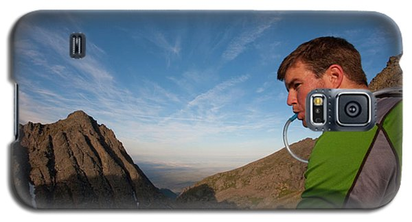 Sangre De Cristo Galaxy S5 Case - A Man Taking A Water Break On A Ridge by Rich Crowder