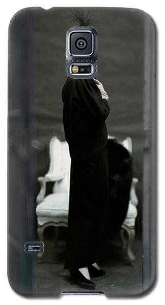 A Model Wearing An Adele Simpsons Ensemble Galaxy S5 Case by John Rawlings